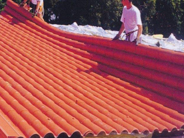 Cubiertas panel teja maderas casais materiales de for Chapa imitacion teja sin aislamiento