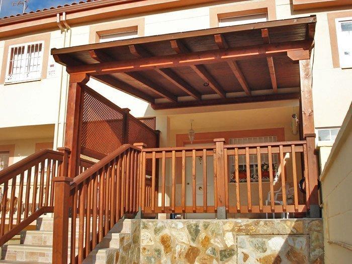 Pasamanos exterior maderas casais materiales de for Balcones madera exterior