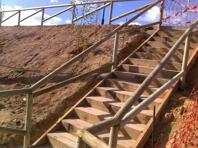 Barandilla madera exterior diseo de barandilla de la for Escalera madera sodimac