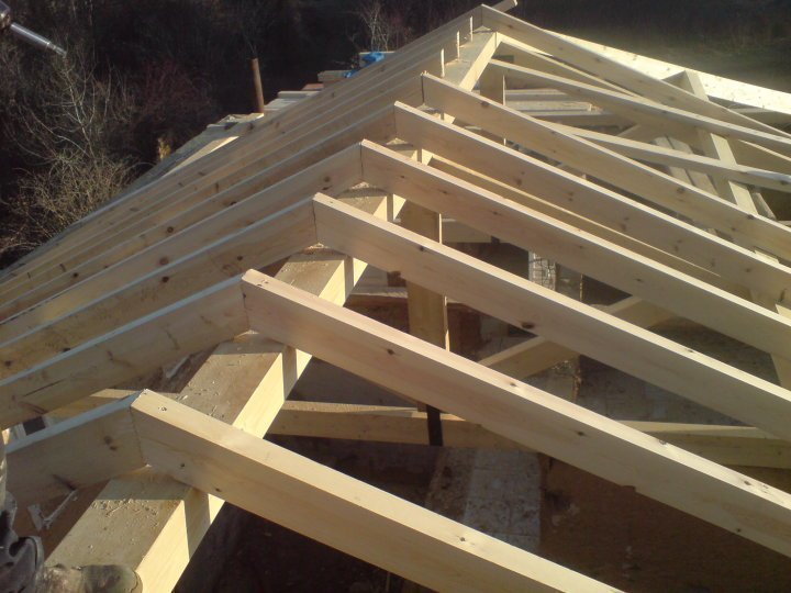 Vigas y pontones maderas casais materiales de for Tejados de madera vista