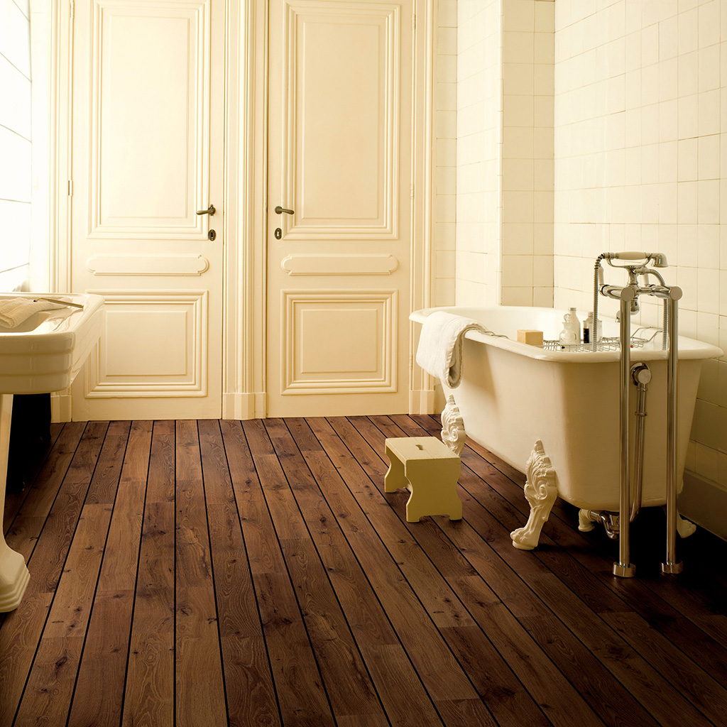 Quick step lagune roble vintage barnizado oscuro for Suelos vintage